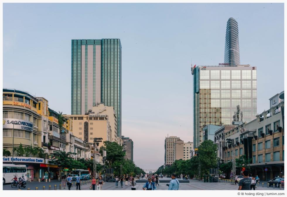 20160429-nguyen-hue-boulevard-ILCE-7-FE 35mm F2.8 ZA-35 mm-001