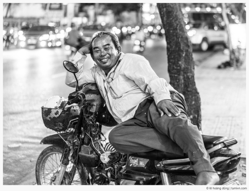 20160506-a7ii-55-a-motorbike-taxi-driver-04-bw