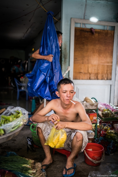 Một anh chàng bán rau ở đường Dương Quảng Hảm, cậu này đến từ Quãng Ngãi
