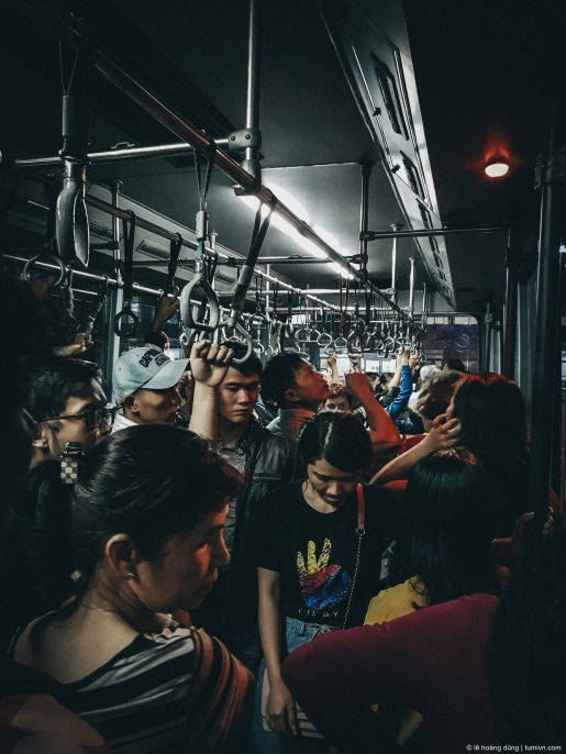 Trên xe bus lúc xuống máy bay trên chuyến bay từ Huế về Sài Gòn sau Tết 2018